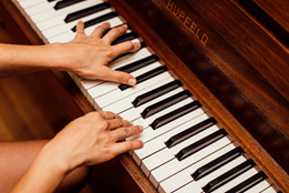 Person playing the piano skills